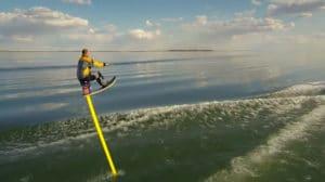 Vidéo d'un hydrofoil de 10 pieds au Lake Newell par Ice Breaker