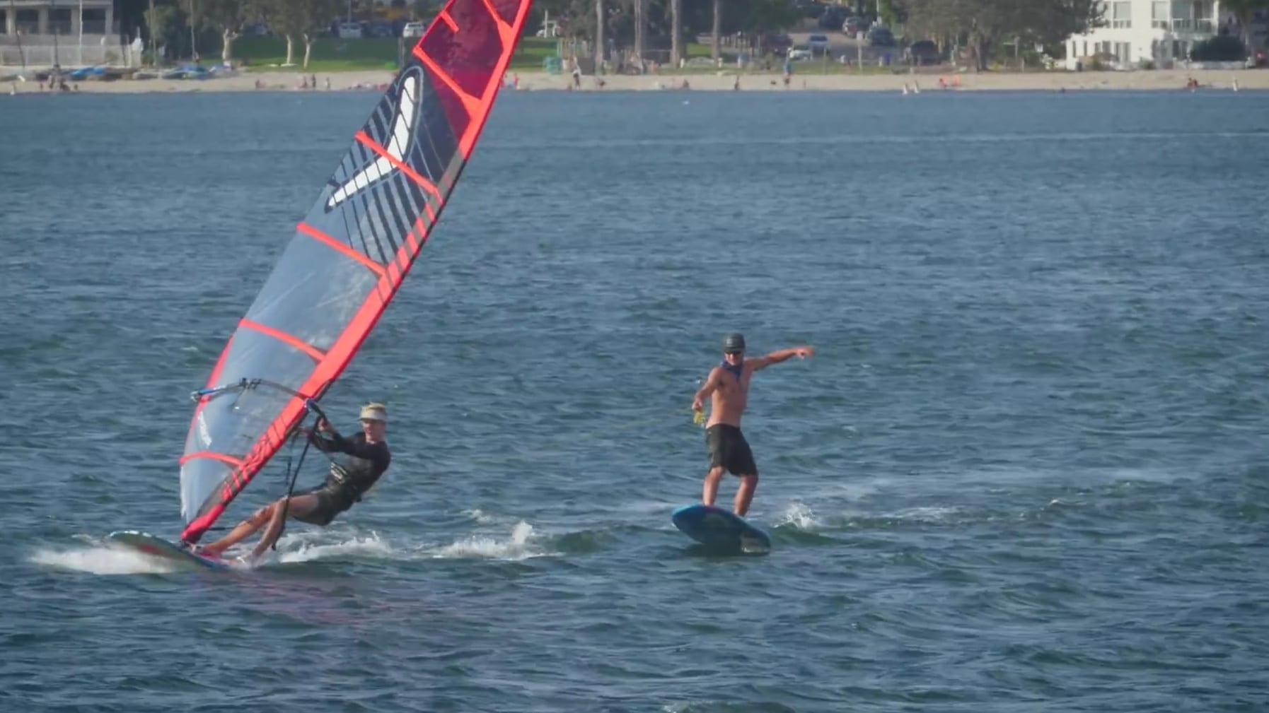 Vidéo de Matty Schweitzer en stand up paddle foil