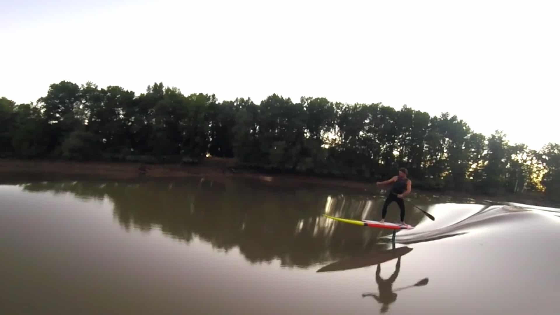 Ludovic Dulou surf un mascaret en sup foil !
