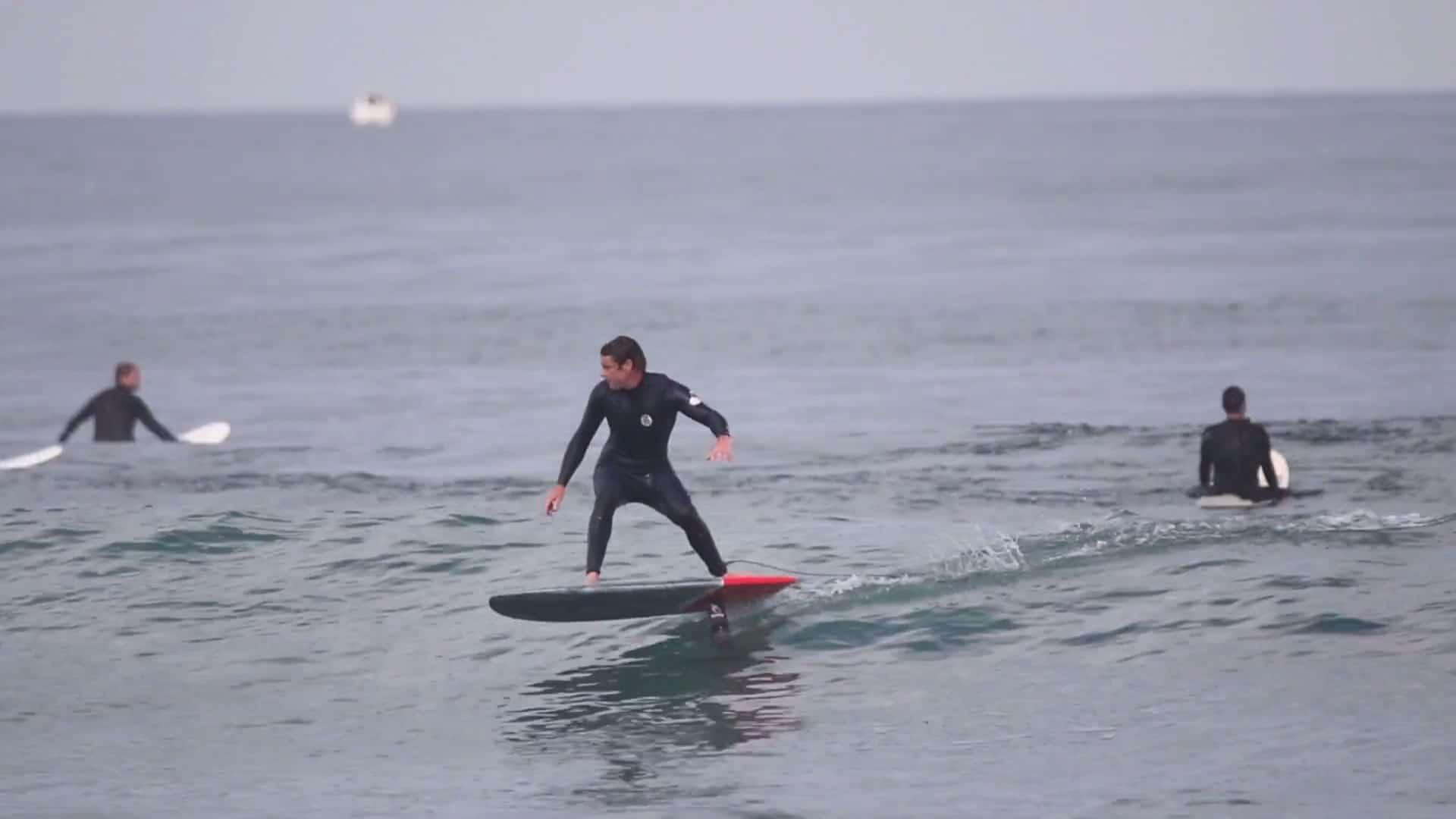 Surf Foil avec Xavier Leroy sur une GONG Surfboards