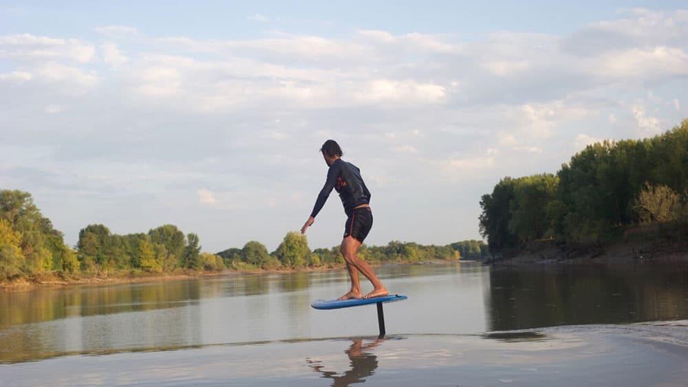 Vidéo de surf foil sur un mascaret avec Ludovic Dulou