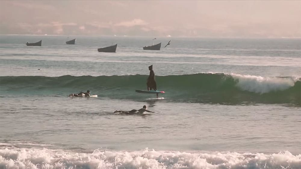 Vidéo de Benoit Carpentier en sup foil et en djellaba