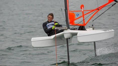 Ufo Foiler, un petit bateau avec deux foils en T