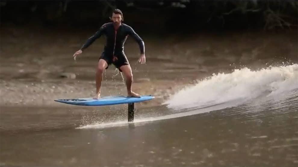 Vidéo de Ludovic Dulou qui surf foil le mascaret sur Thalassa de France 3