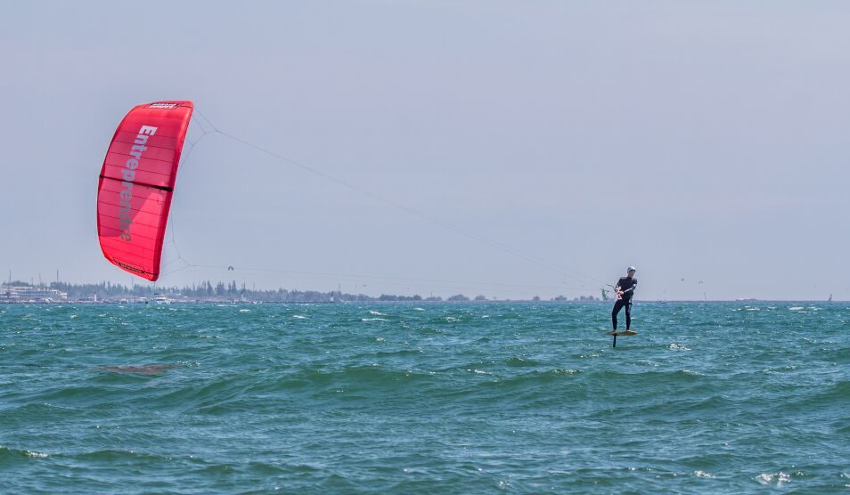 Mattieu Girolet part faire le tour de France en kitefoil !