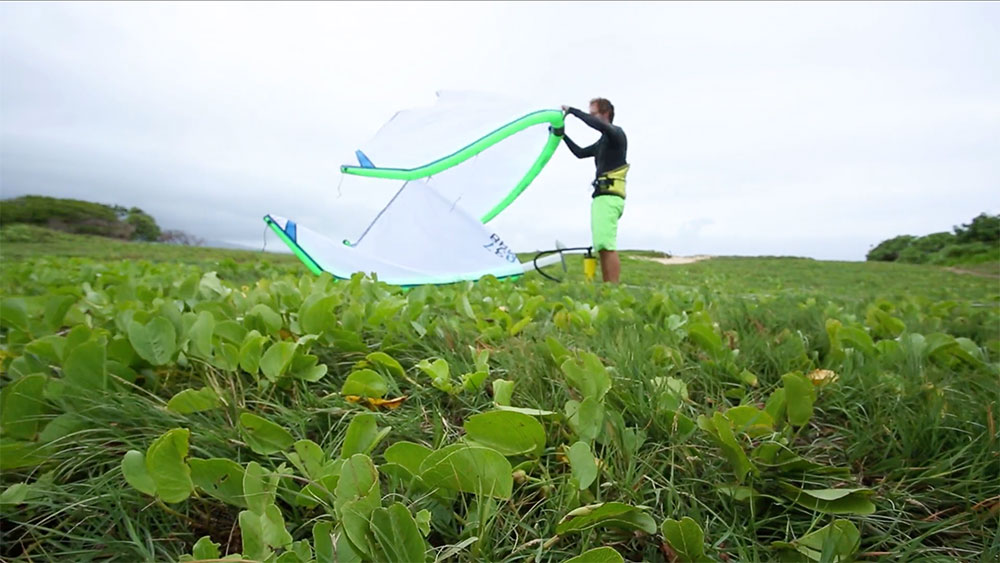 Vidéo boardriding kite foil Maui Cloud Foiling