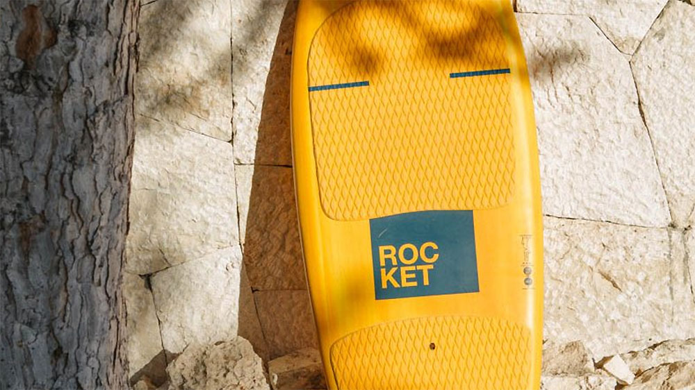 Vidéo de surf foil avec Rémi Quique sur une Rocket F-One