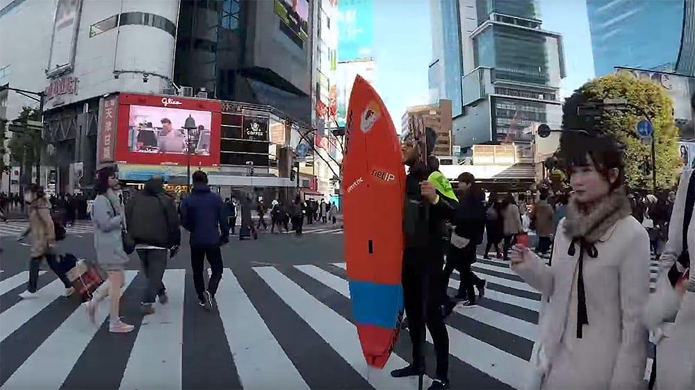 Vidéo du Danois Casper Steinfath en sup foil au Japon