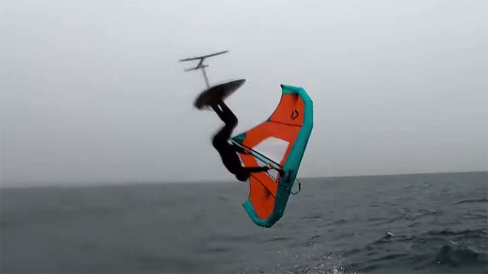 Vidéo de Philippe Caneri avec un backloop en Wing Foil